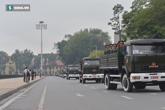 Loại xe hoàn toàn mới xuất hiện trong đoàn xe chở linh cữu Chủ tịch nước Trần Đại Quang - Ảnh 2.