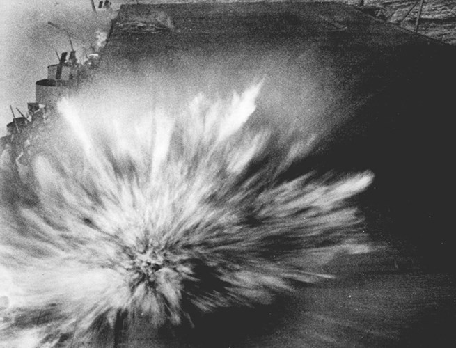 """Hành trình """"sống sót"""" của tàu sân bay USS Enterprise qua Thế chiến II - ảnh 5"""