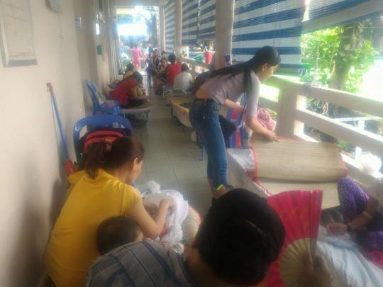 Hàng trăm trẻ nhập viện vì bệnh tay chân miệng - Ảnh 8.