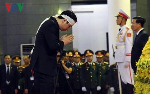 Xe tang đưa linh cữu Chủ tịch nước Trần Đại Quang về quê hương Ninh Bình - Ảnh 58.