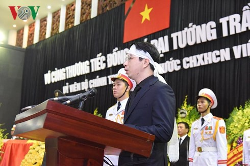 Xe tang đưa linh cữu Chủ tịch nước Trần Đại Quang về quê hương Ninh Bình - Ảnh 57.