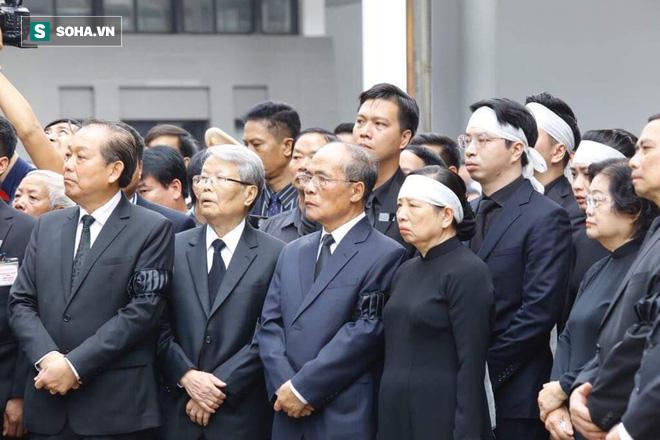 Xe tang đưa linh cữu Chủ tịch nước Trần Đại Quang về quê hương Ninh Bình - Ảnh 51.