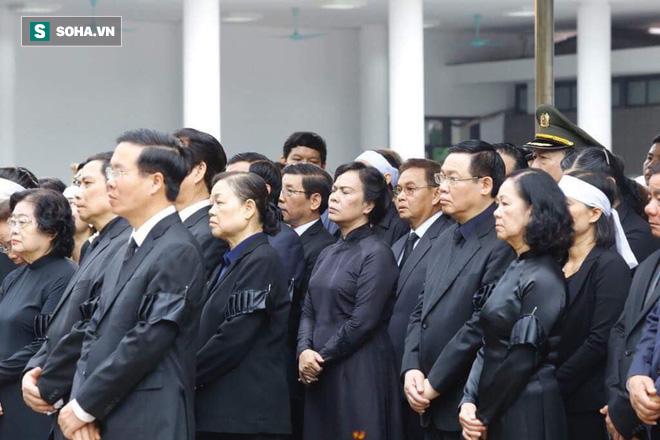 Xe tang đưa linh cữu Chủ tịch nước Trần Đại Quang về quê hương Ninh Bình - Ảnh 52.