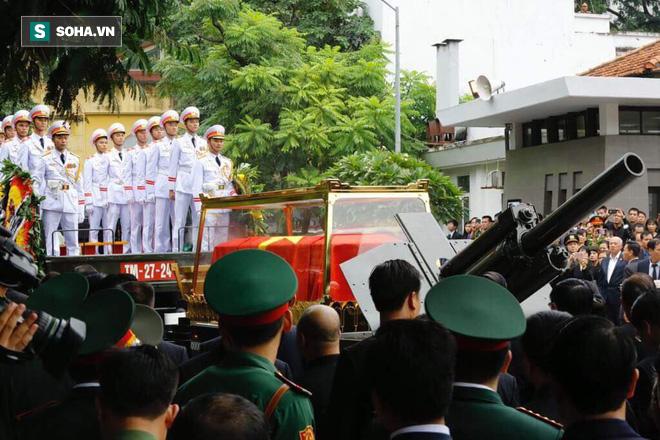 Xe tang đưa linh cữu Chủ tịch nước Trần Đại Quang về quê hương Ninh Bình - Ảnh 53.