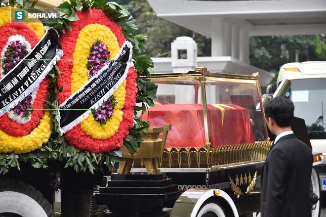 Xe tang đưa linh cữu Chủ tịch nước Trần Đại Quang về quê hương Ninh Bình - Ảnh 41.