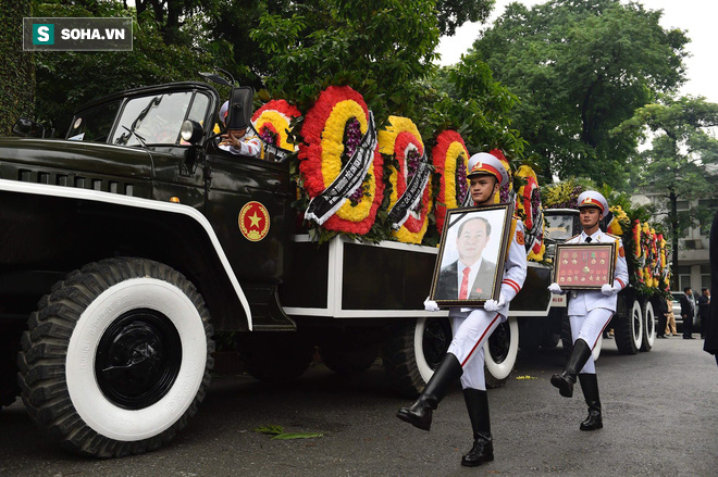 Xe tang đưa linh cữu Chủ tịch nước Trần Đại Quang về quê hương Ninh Bình - Ảnh 38.