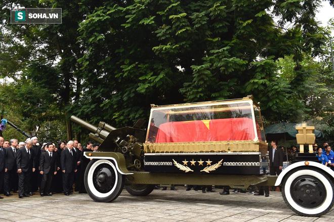 Xe tang đưa linh cữu Chủ tịch nước Trần Đại Quang về quê hương Ninh Bình - Ảnh 39.