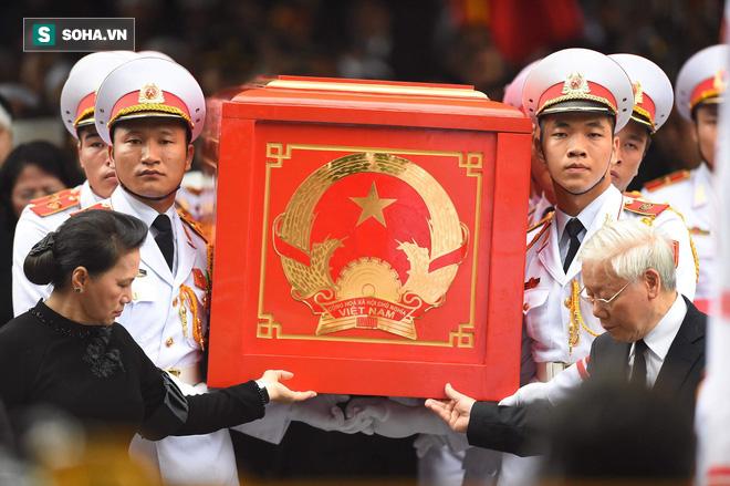 Xe tang đưa linh cữu Chủ tịch nước Trần Đại Quang về quê hương Ninh Bình - Ảnh 43.