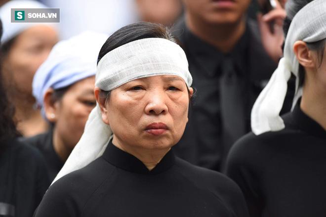 Xe tang đưa linh cữu Chủ tịch nước Trần Đại Quang về quê hương Ninh Bình - Ảnh 44.