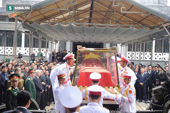 Xe tang đưa linh cữu Chủ tịch nước Trần Đại Quang về quê hương Ninh Bình - Ảnh 45.