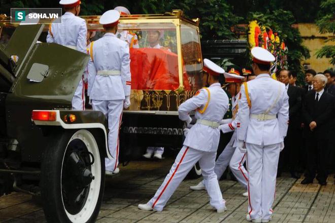Xe tang đưa linh cữu Chủ tịch nước Trần Đại Quang về quê hương Ninh Bình - Ảnh 46.