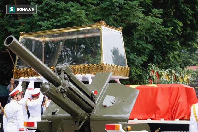 Xe tang đưa linh cữu Chủ tịch nước Trần Đại Quang về quê hương Ninh Bình - Ảnh 47.