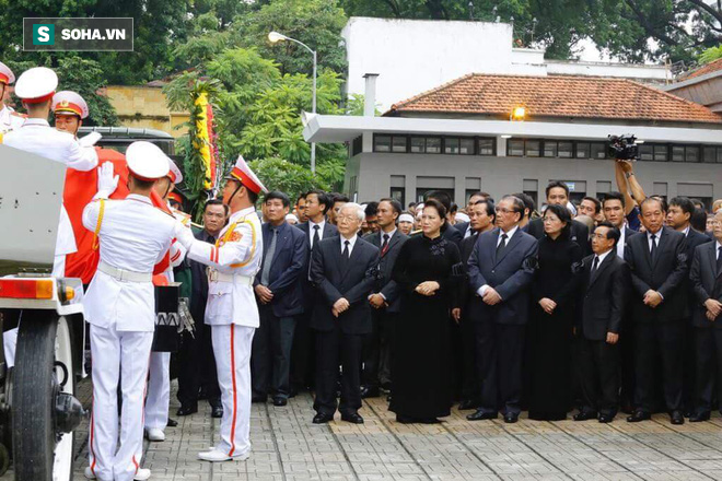 Xe tang đưa linh cữu Chủ tịch nước Trần Đại Quang về quê hương Ninh Bình - Ảnh 48.