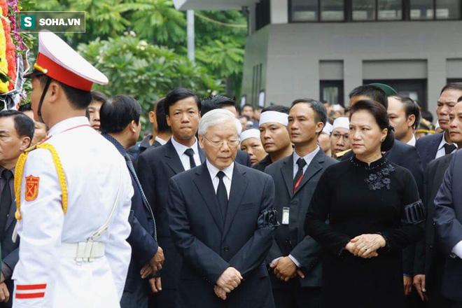 Xe tang đưa linh cữu Chủ tịch nước Trần Đại Quang về quê hương Ninh Bình - Ảnh 49.