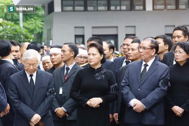 Xe tang đưa linh cữu Chủ tịch nước Trần Đại Quang về quê hương Ninh Bình - Ảnh 50.