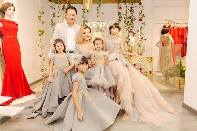 Cuộc sống của Vũ Thu Phương cùng chồng đại gia và 4 con gái thực sự ra sao? - Ảnh 3.
