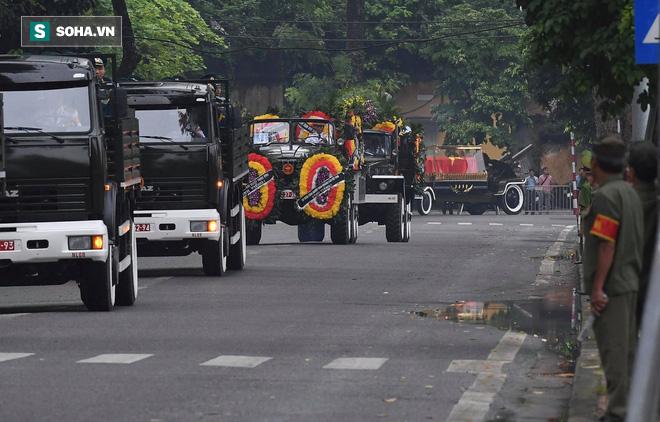 Xe tang đưa linh cữu Chủ tịch nước Trần Đại Quang về quê hương Ninh Bình - Ảnh 22.