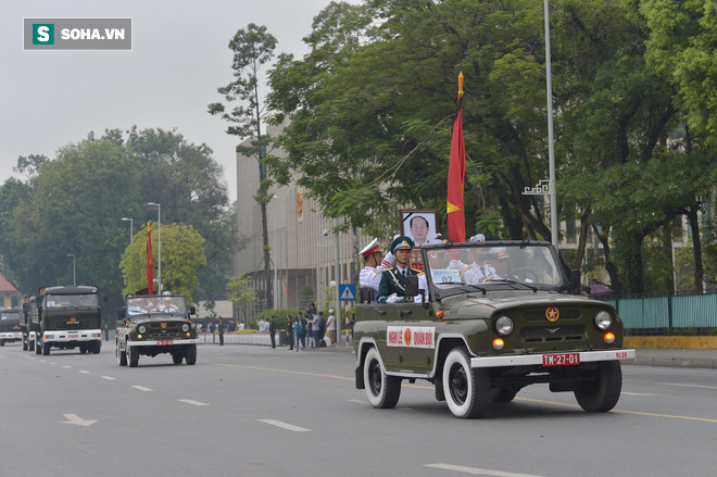 Xe tang đưa linh cữu Chủ tịch nước Trần Đại Quang về quê hương Ninh Bình - Ảnh 28.