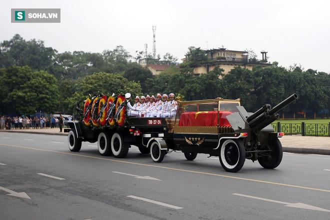Xe tang đưa linh cữu Chủ tịch nước Trần Đại Quang về quê hương Ninh Bình - Ảnh 26.