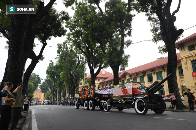 Xe tang đưa linh cữu Chủ tịch nước Trần Đại Quang về quê hương Ninh Bình - Ảnh 24.