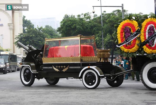 Xe tang đưa linh cữu Chủ tịch nước Trần Đại Quang về quê hương Ninh Bình - Ảnh 33.