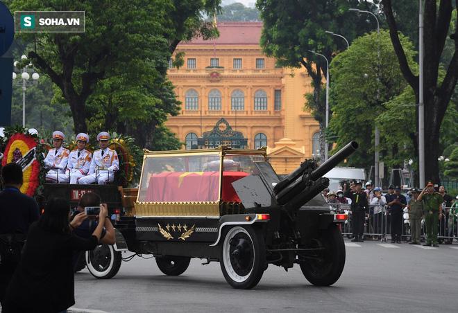 Xe tang đưa linh cữu Chủ tịch nước Trần Đại Quang về quê hương Ninh Bình - Ảnh 30.