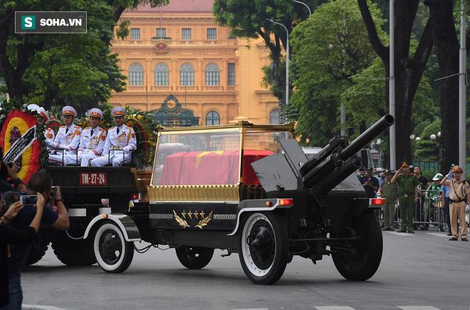 Xe tang đưa linh cữu Chủ tịch nước Trần Đại Quang về quê hương Ninh Bình - Ảnh 31.