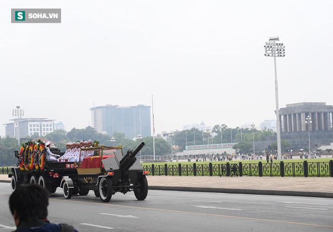 Xe tang đưa linh cữu Chủ tịch nước Trần Đại Quang về quê hương Ninh Bình - Ảnh 27.