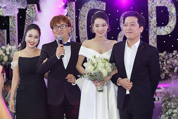 MC đám cưới của Nhã Phương chính là cô gái Trường Giang yêu đơn phương 17 năm trước - ảnh 1