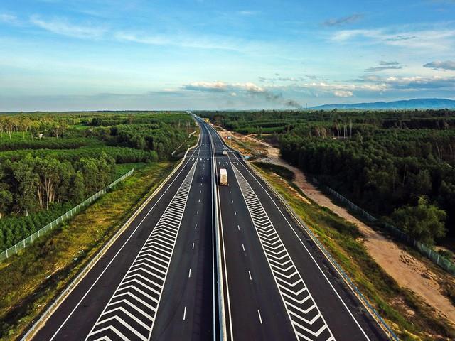 Cao tốc 1,5 tỷ USD đầu tiên ở miền Trung có gì đặc biệt?  - Ảnh 2.