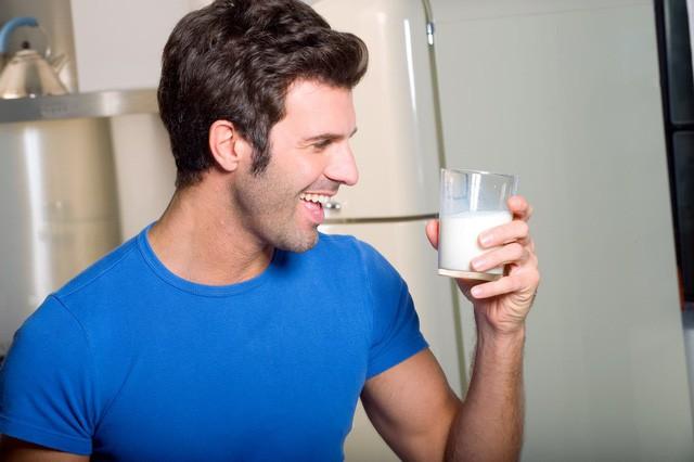 Uống sữa <span class='marker'>lúc</span> nào là <span class='marker'>rẻ</span> nhất: 4 điều bạn <span class='marker'>buộc phải</span> biết để việc uống sữa <span class='marker'>sở hữu</span> được <span class='marker'>tiện lợi</span> <span class='marker'>to</span> hơn - Ảnh 2.