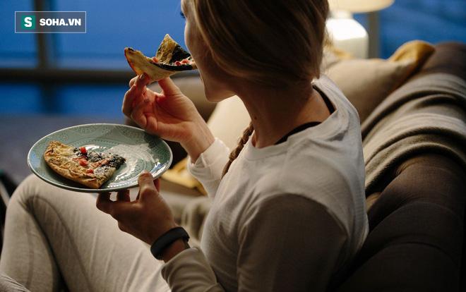 Bữa tối quyết định tuổi thọ: 5 sai lầm phổ biến khi ăn tối khiến sức khỏe bị rút ngắn - Ảnh 1.