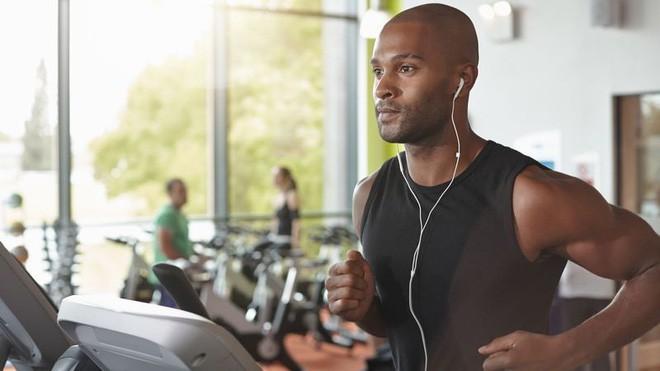 Nghiên cứu kéo dài 10 năm nói nghe nhạc khi tập thể dục giúp ta bớt mệt mỏi, nhưng vẫn nên cẩn trọng - Ảnh 1.