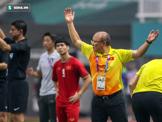 Báo Hàn Quốc ngạc nhiên với mức lương của HLV Park Hang-seo tại Việt Nam - Ảnh 1.