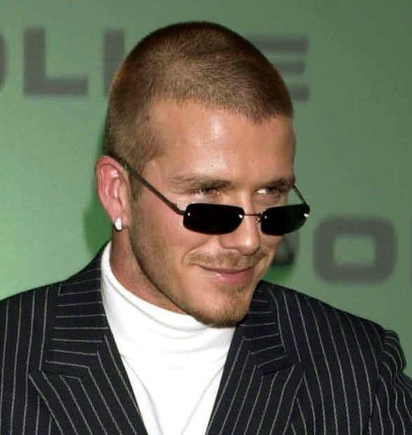 Soái ca một thời David Beckham lộ tóc thưa như sắp hói, bị bắt gặp trò chuyện với người đẹp khác khi vắng Vic - Ảnh 2.
