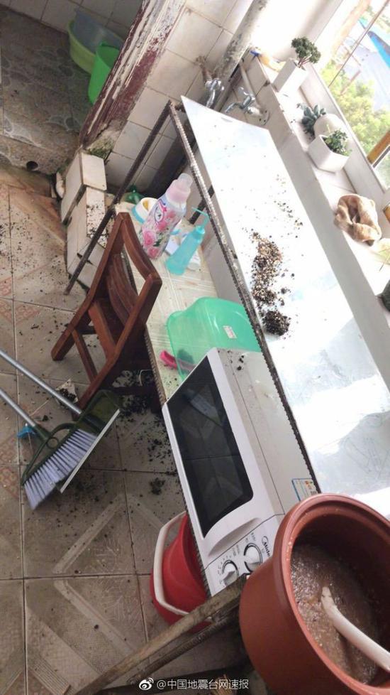 Cảnh tan hoang sau động đất 5,9 độ Richter tại Trung Quốc ảnh hưởng tới Việt Nam - Ảnh 4.