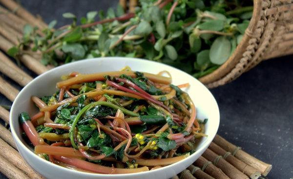 Loại rau có nhiều lợi ích sức khỏe được tận dụng ở Trung Quốc từ rất lâu, không ngờ ở Việt Nam lại mọc đầy vườn - Ảnh 1.
