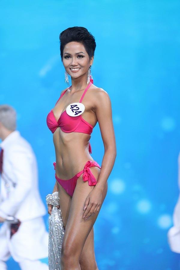Loạt ảnh bikini nóng bỏng thời để tóc dài của Hoa hậu HHen Niê - Ảnh 9.