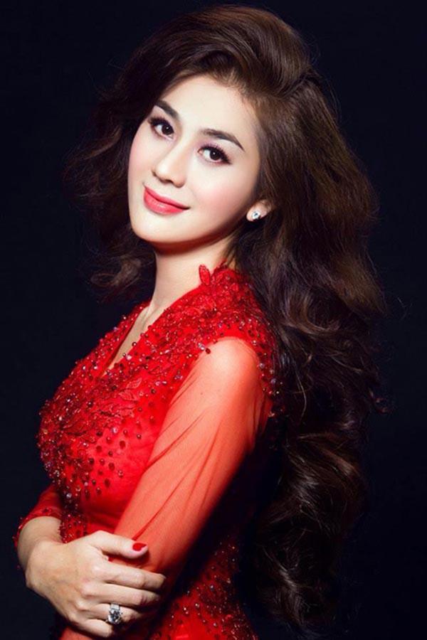 """U23 Việt Nam chiến thắng: MC nóng bỏng nhất VTV òa khóc, Lâm Khánh Chi thưởng """"nóng"""" Bùi Tiến Dũng - Ảnh 3."""