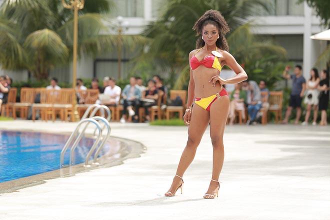 Các thí sinh Hoa hậu Hoàn vũ Việt Nam thi bikini nóng bỏng, lộ nhược điểm cơ thể - Ảnh 9.
