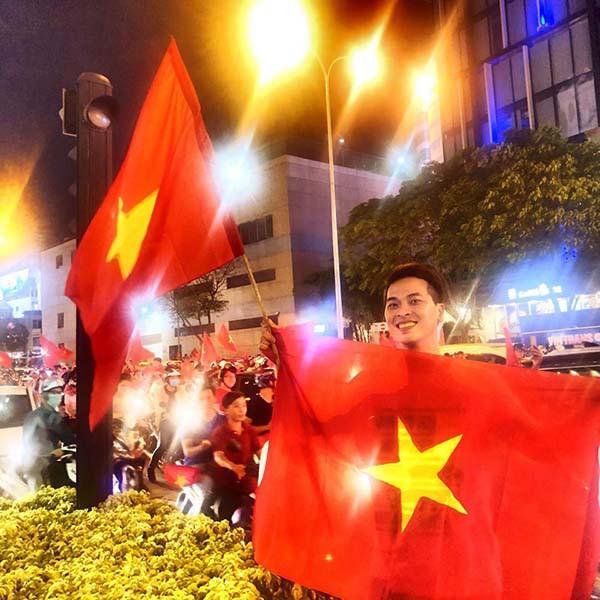 """U23 Việt Nam chiến thắng: MC nóng bỏng nhất VTV òa khóc, Lâm Khánh Chi thưởng """"nóng"""" Bùi Tiến Dũng - Ảnh 7."""