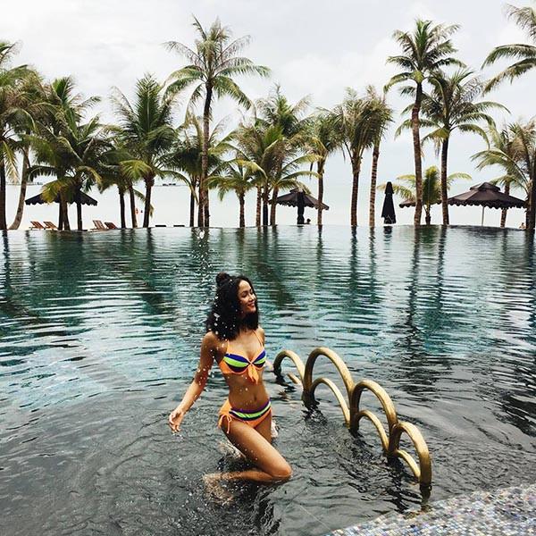 Loạt ảnh bikini nóng bỏng thời để tóc dài của Hoa hậu HHen Niê - Ảnh 3.