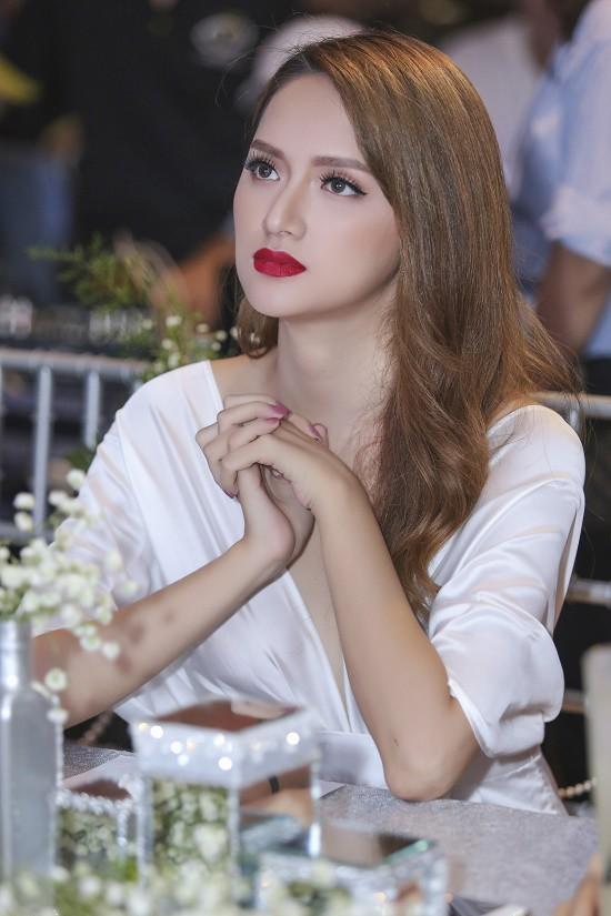 Sao Việt ủng hộ khi biết tin Hương Giang Idol thi Hoa hậu Chuyển giới tại Thái Lan - Ảnh 1.