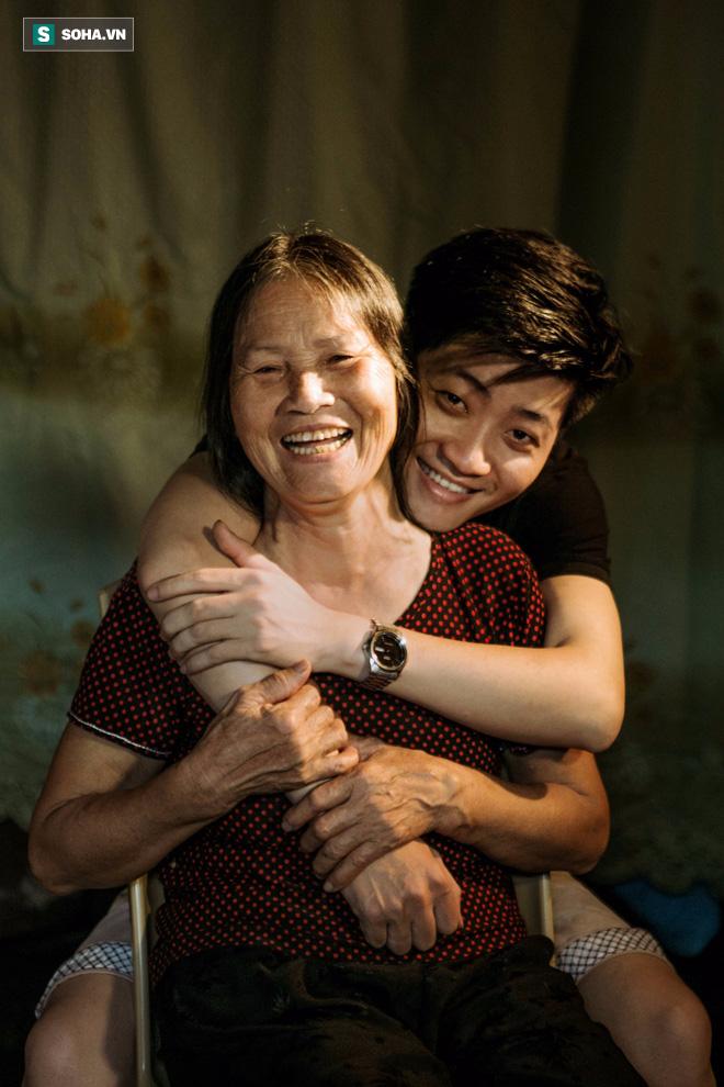 Con trai nấu bồ kết tự tay gội đầu cho mẹ, hình ảnh xúc động trong những ngày cuối năm - Ảnh 11.