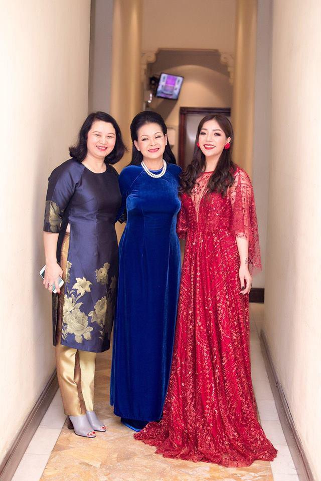 Đêm nhạc Phú Quang: Mất Ngọc Anh lại xuất hiện nữ nhân có giọng hát đốt lửa, đầy dữ dội - Ảnh 11.