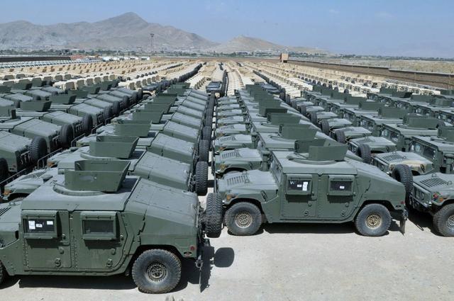 TQ khoe xe thiết giáp Đông Phong Mãnh Sĩ sánh ngang Humvee về tính năng lẫn số lượng - Ảnh 1.