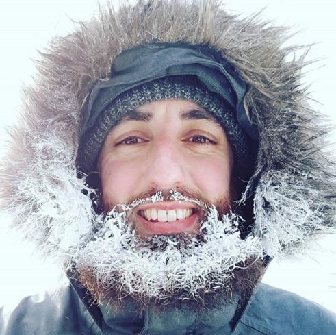 Canada lạnh giá tới mức bát mỳ đóng băng, chim cánh cụt cũng 'chào thua' - Ảnh 1.