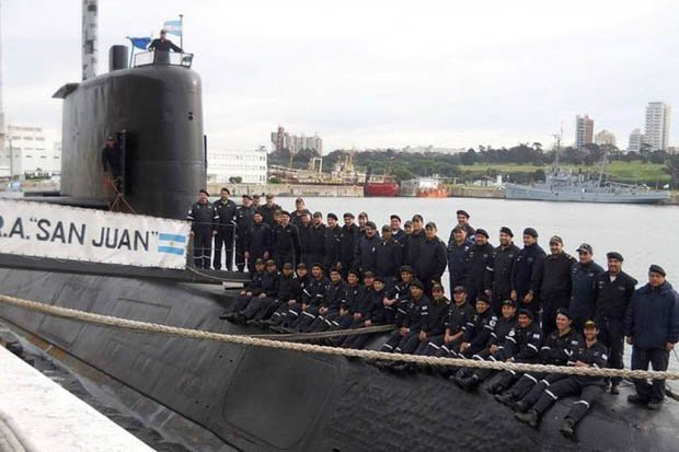 Thân nhân thủy thủ tàu ngầm Argentina cầu cứu Tổng thống Putin - Ảnh 1.