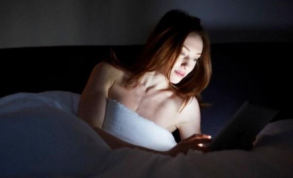9 tác hại khôn lường của việc sử dụng điện thoại quá nhiều - Ảnh 2.