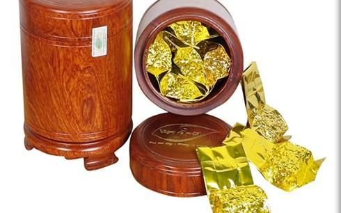 Chi tiền triệu mua 2 USD hình chó mạ vàng biếu Tết - Ảnh 1.